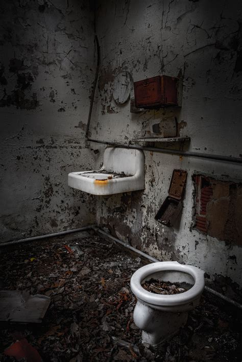 scary bathtub scary bathtub 28 images scary bathroom the awesomer