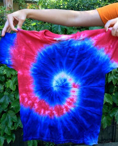 diy tie dye the swirl 4th of july tie dye