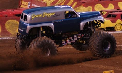 grave digger the legend monster truck monster truck grave digger the legend pictures to pin on