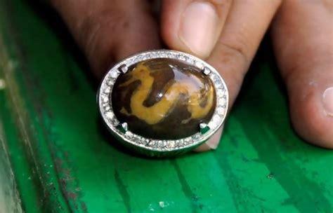 Batu Akik Gambar Raja Arab batu akik janggus bergambar naga seharga rp 18 miliar