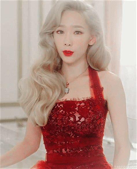 Photocard Taeyeon Dear Santa taeyeon dear santa teaser gif set k pop amino