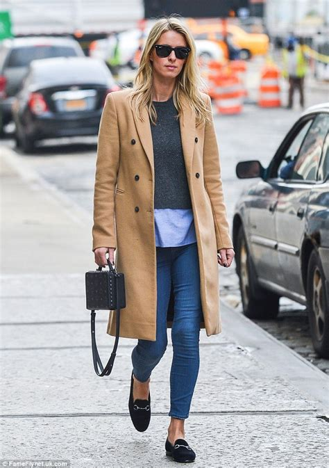 Burberry 2in1 Ba 6879 nicky conceals tummy beneath trench coat amid pregnancy rumours daily mail
