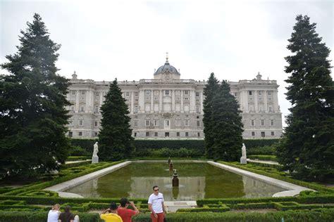 jardines madrid los jardines de sabatini junto al palacio real mirador