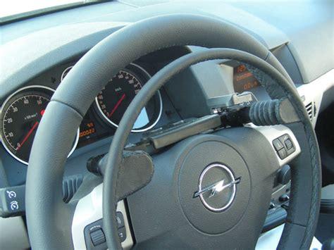 auto con comandi al volante per disabili guidosimplex acceleratore e freno al volante e altri