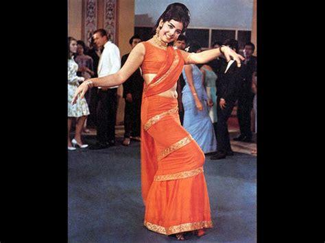 mumtaz saree draping move it like mumtaz the sexiest way to drape a saree