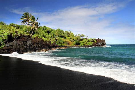 black sand beaches maui black sand beach waianapanapa maui photograph by pierre