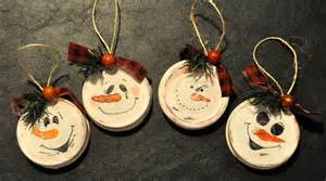 14 christmas decorations made from recycled garbage