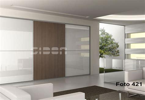 armarios sidon frente de armario de diseno puerta cristal blanco  puerta nogal