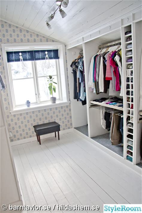 loft conversion walk in wardrobe inspiration on inbyggd garderob hall m 246 bel f 246 r k 246 k sovrum