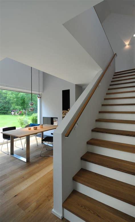 holztreppe moderne esszimmer von grimm architekten bda