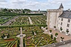 Beau Jardin Renaissance Azay Le Rideau #1: 250px-Chateau-Villandry-JardinsEtChateau.jpg