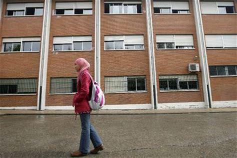 heidy berm dez fue expulsada de una c rcel por conducta najwa fuera de clase en pozuelo por cubrirse la cabeza