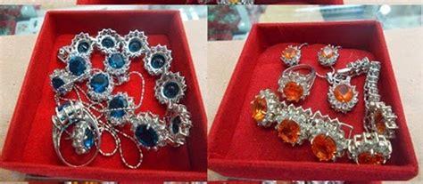 1 set perhiasan alexandre biru dan oranye harga 150 000