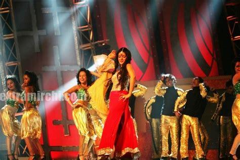 priyanka chopra ka best dance salman priyanka chopra performs at cintaa extramirchi