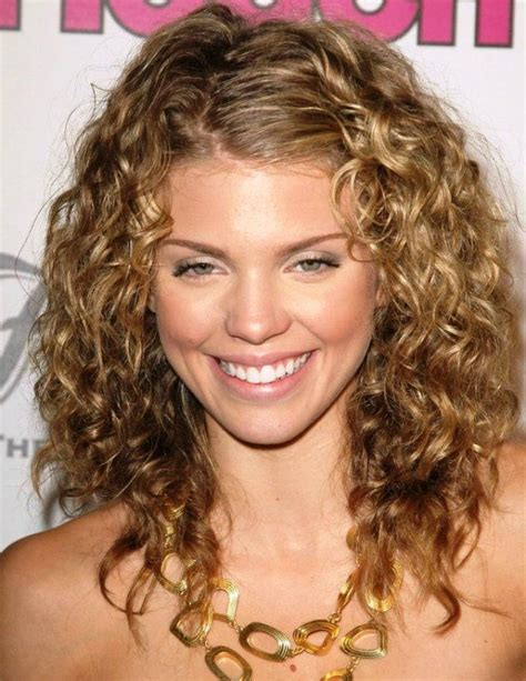 the 25 best medium length curly hairstyles ideas on