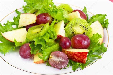imagenes de uvas y manzanas ensalada de uvas manzana y lechuga foto de stock