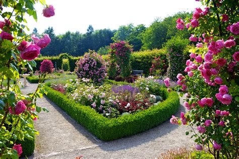 5 Nature Landscapes Other Flower Garden Free Hd Wallpapers Flowers In The Garden Of