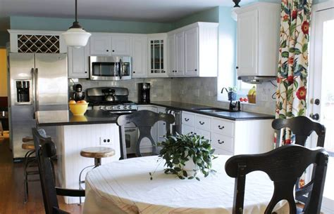 Best White Paint Colors For Kitchen Cabinets by Kitchen Paint Colors For A Kitchen With White Cabinets