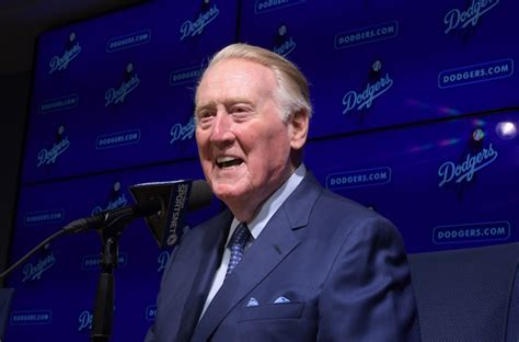 bryan cranston vin scully dodgers news vin scully receiving icon award at 2017