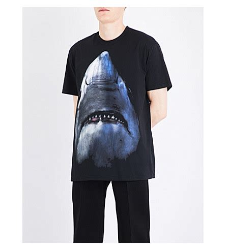 Kaos Cowok Givenchy Shark Black Givenchy Cuban Fit Shark Print Jersey T Shirt Black