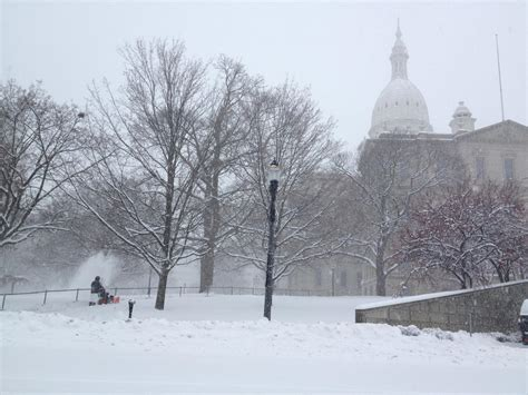 lansing and east lansing officials update snow emergency