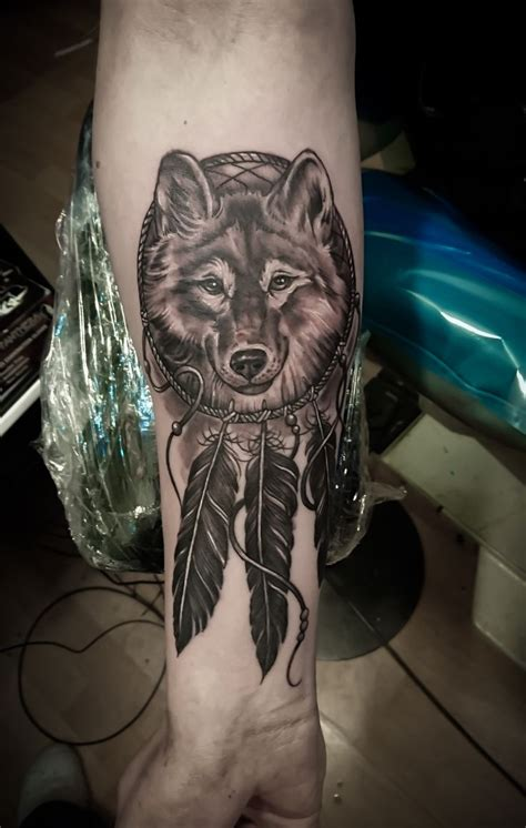 wolf and dreamcatcher tattoo best 20 wolf dreamcatcher ideas on