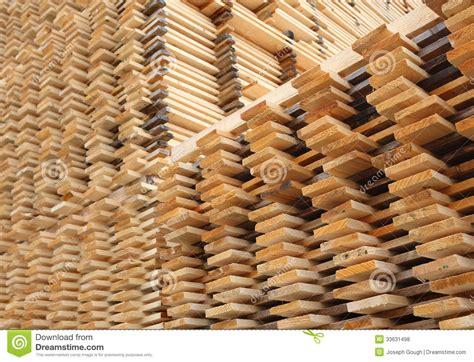 imagenes libres madera secado de los tablones de la madera del pino fotos de