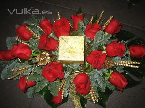 imagenes de rosas frescas foto centro de mesa de rosas frescas de allium floristas