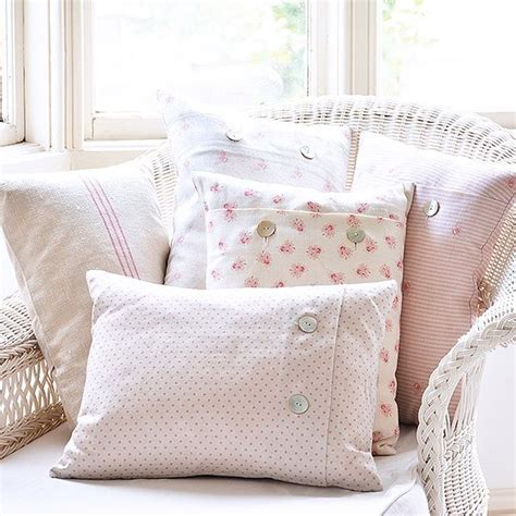 pink bedroom cushions 1000 ideas about pink cushions on pinterest pink