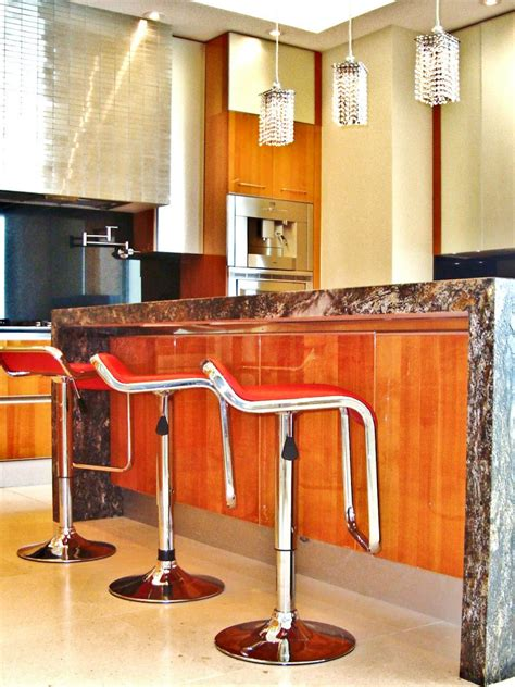 Modern Kitchen Island Stools | photos hgtv