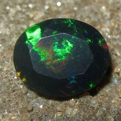 Opal Kalimaya Cutting batu mulia black opal oval cut 1 58 carat
