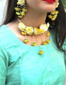 Haldi Neck flower jewelry   Photo Gallery   Wedandbeyond.com