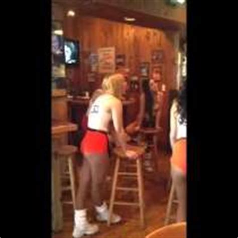 Hooters Kitchen Staff by Hooters Kitchen Staff Salaries In United States