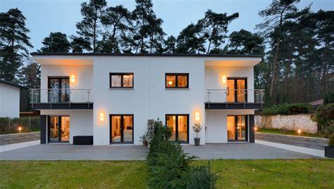 Doppelhaus Bauen Fertighaus by Doppelhaus Mal Anders Fertighaus Weiss Zusammen Und