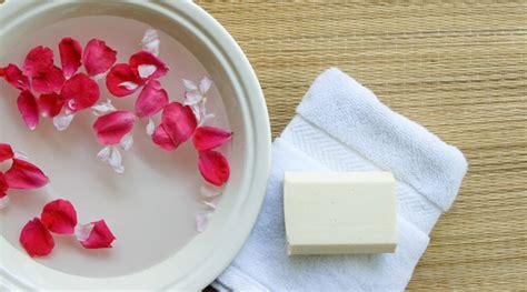 Mawar Clean buat sendiri air mawar untuk dapatkan wajah cerah