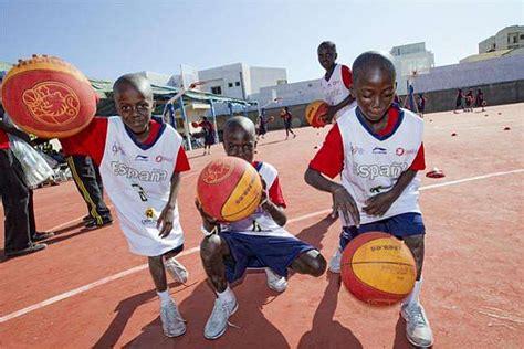 imagenes niños jugando basquetbol la historia del ni 241 o que ya puede jugar a baloncesto