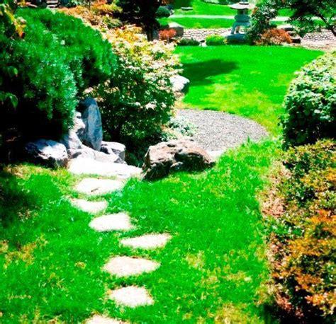 giardino con pietre vialetto in giardino con pietre irregolari come realizzarlo