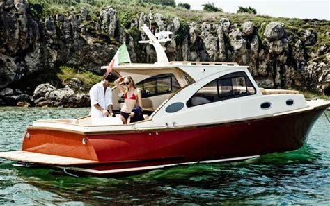 lobster boat manufacturers o trabalho do marceneiro em barcos de madeira