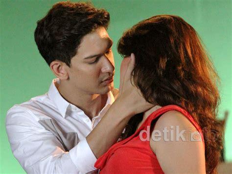 film indonesia romantis kiss adegan ciuman dimas beck hilda