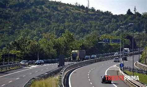 autostrada web autostrada traffico congestionato ancora code e