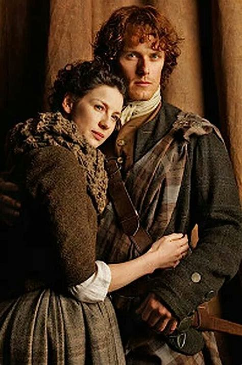 outlander jamie amp claire jamie amp claire pinterest stitches infinity scarfs and tv series