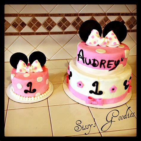 minnie mouse decor cakecentral com minnie mouse 1st birthday cake decorations image