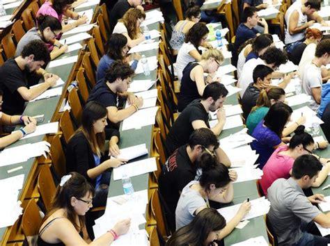 test per l universit 224 90mila iscritti corriere it