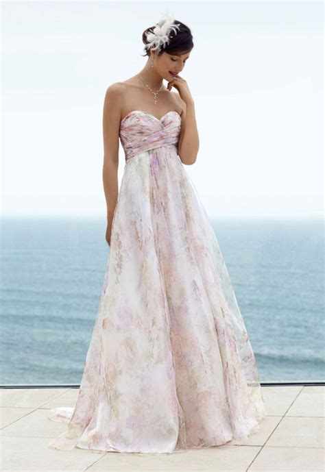Wedding Dresses For Beach Wedding – Looking Sexy and Fantastic with Strapless Beach Wedding