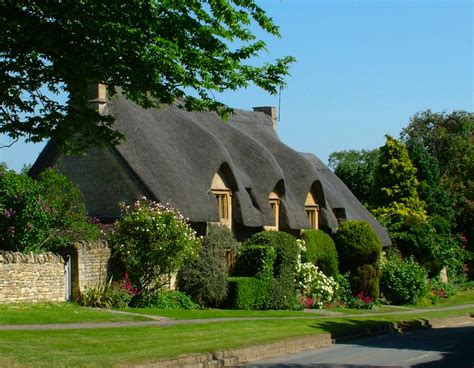 Chapter Cottage Chipping Cden by Costwold Walking Byways House
