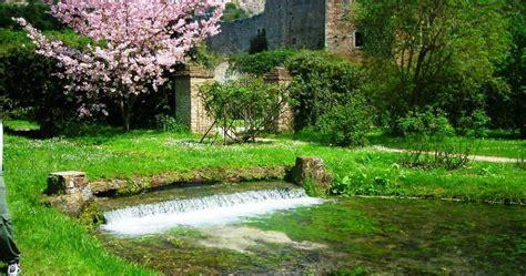 giardini della ninfa baia d oro il giardino di ninfa la poesia della natura