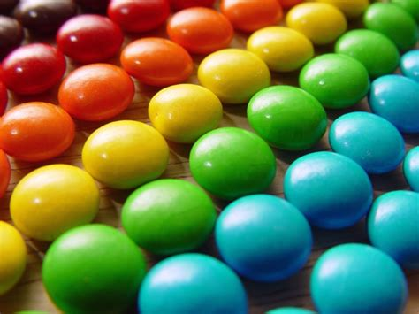 artificial colors and no artificial colors claims meaningless for