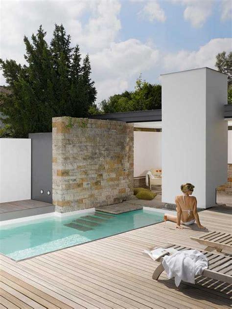 desain kolam renang mungil  halaman belakang rumahmu