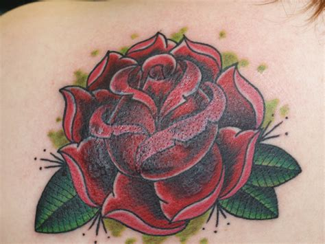 25 oustanding traditional rose tattoo design ideas