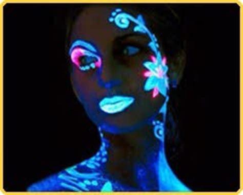 illumina l oscurità vernice che si illumina al buio braccialettiluminosifluo